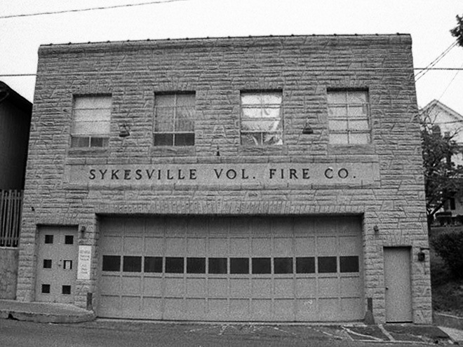 Firehouse in 1995 before door replacement